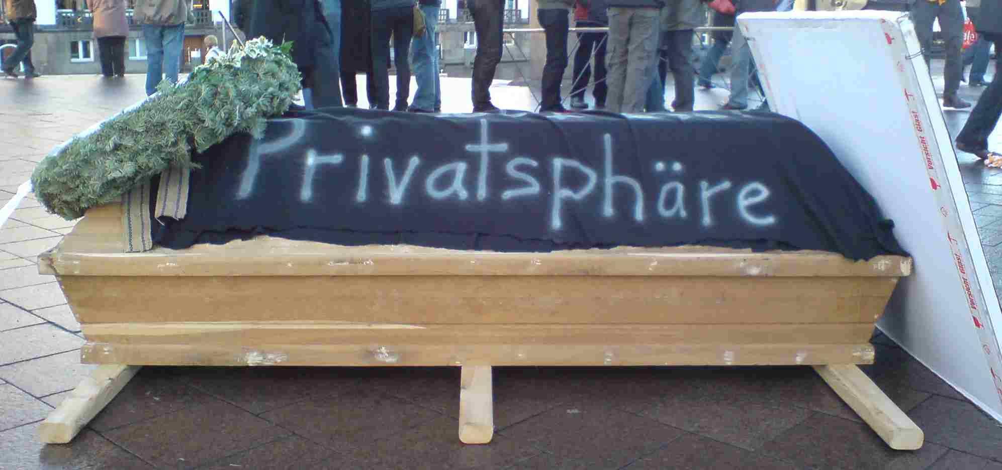 Demo gegen Vorratsdatenspeicherung Trauermarsch Hamburg Sarg
